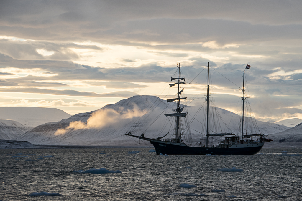 Oslo, Norway, snow, winter,Svalbard, Spitsbergen, Longyearbyen, The Arctic Circle, Arctic, Arctic Ocean, Esmarkbreen, Ymerbukta, ice, glacier, tall ship, Antigua, Isfjorden, polar sunrise